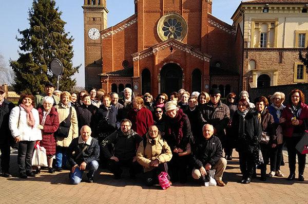 Visita all'Abbazia di Chiaravalle della Colomba. Gruppo Pastorale della Parrocchia di Pieve Emanuele davanti all'Abbazia.
